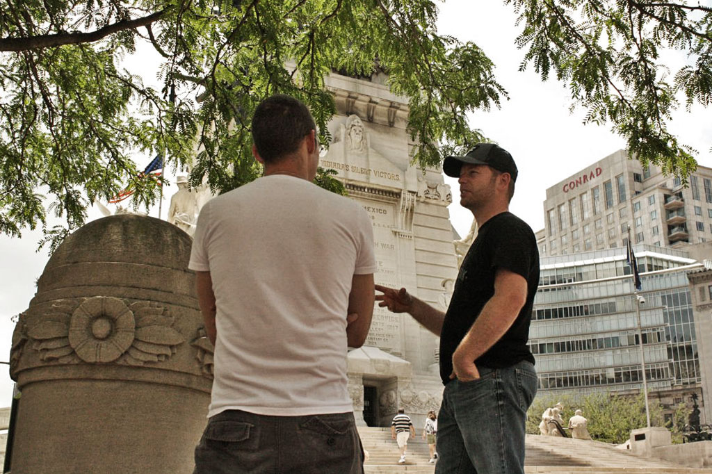 Casey_and_Chris_MonumentCircle
