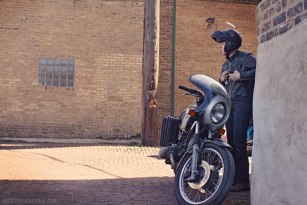 MOTOBLOT 2014 BMW in Alley