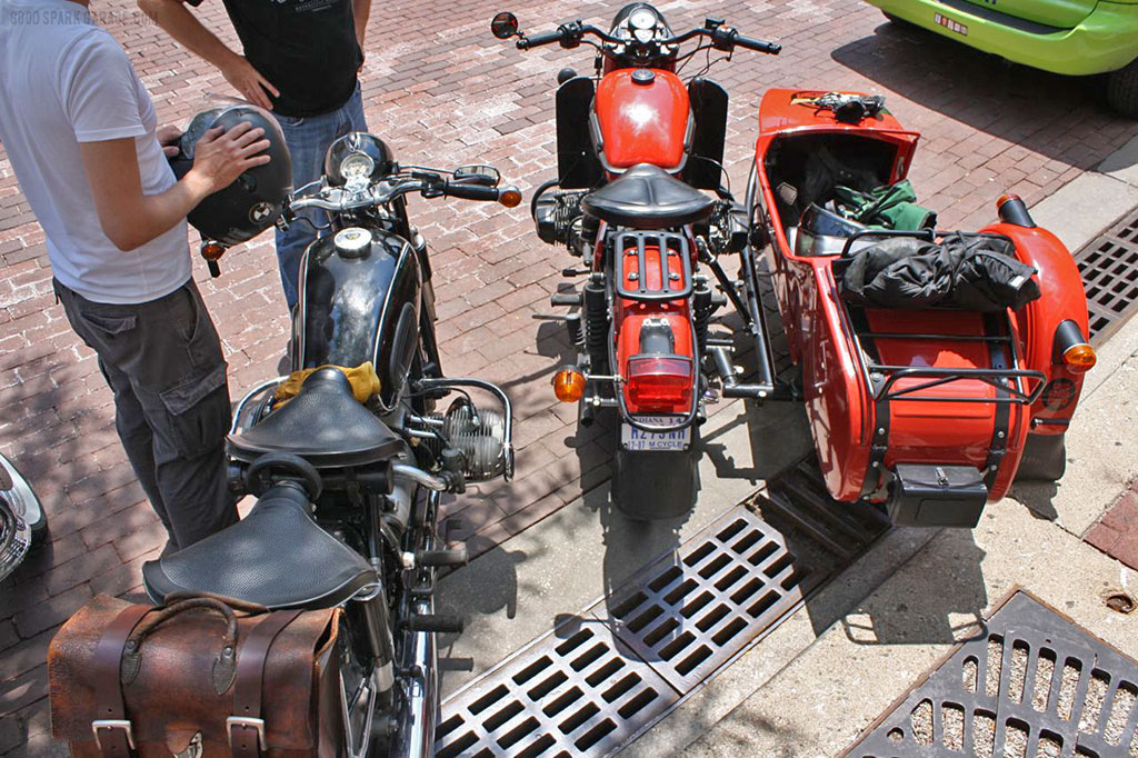 motorcycles_parked_DowntownIndy