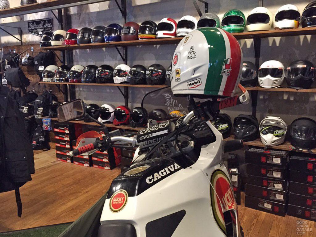 devolve-moto-helmets
